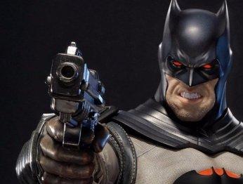 Этот Бэтмен не боится убивать. Cтатуя Темного рыцаря из Flashpoint