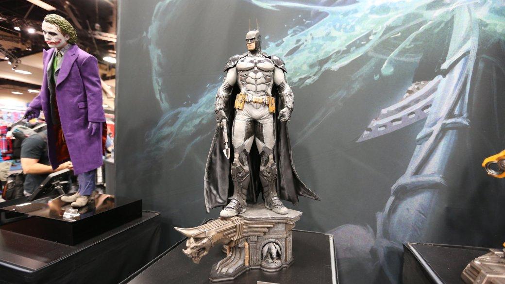 Костюмы, гаджеты и фигурки Бэтмена на Comic-Con 2015 - Изображение 37
