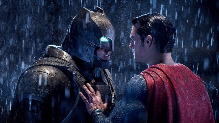 «Бэтмен против Супермена» стал 7-м самым кассовым фильмом по комиксам - Изображение 1