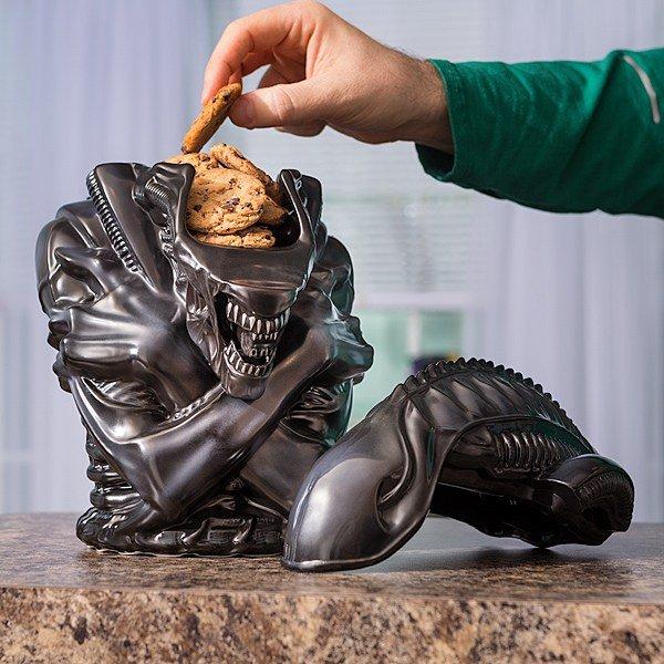 Внешность обманчива: этот Чужой с радостью накормит вас печеньками - Изображение 1