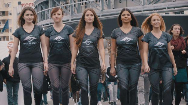 Женщины-геймеры требуют отмены половой сегрегации вкиберспорте. - Изображение 2