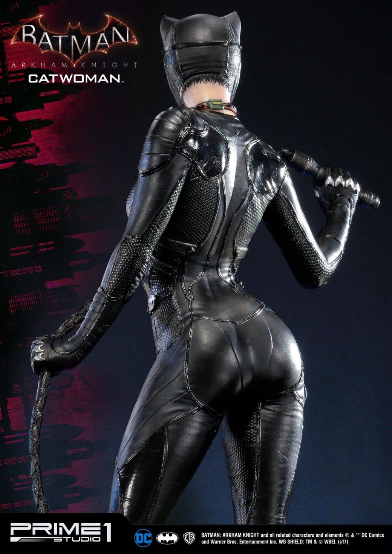 Статуя женщины, которой удалось покорить сердце Бэтмена. - Изображение 4