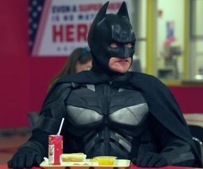 Темный рыцарь хочет вМстители или почему супергерои Marvel нелюбят персонажей DC