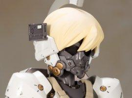 Теперь можно рассмотреть экшен-фигурку маскота студии Хидео Кодзимы. Очень милая аниме-тян!