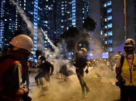 Фотографии протестов вГонконге напоминают кино про киберпанк