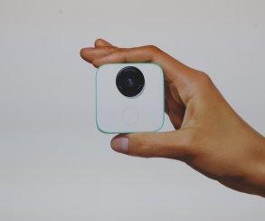 Google представила новый Daydream View, наушники Pixel Buds и мини-камеру Google Clips
