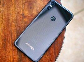 Motorola One Vision напервых рендерах: «дыра» вэкране, «чистый» Android икамера на48Мп