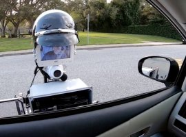 Робокоп курильщика: вКалифорнии создали робота-полицейского для проверки документов