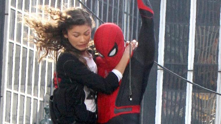 Том Холланд иЗендая летают поНью-Йорку нановых фото сосъемок «Человека-паука: Вдали отдома» | Канобу - Изображение 8903