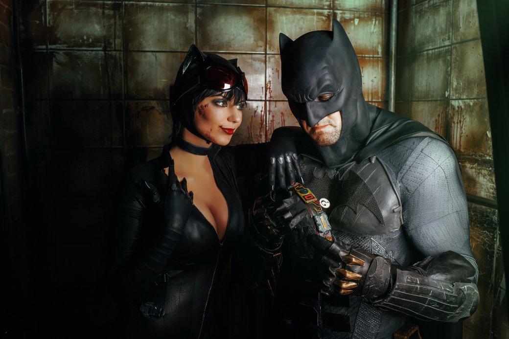Бэтмен спасает Женщину-кошку из плена Загадочника в новом косплее | Канобу - Изображение 7651