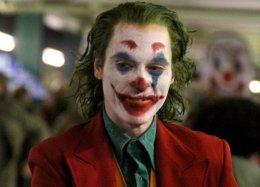 Выходки клоуна: людей насъемках «Джокера» заперли ввагоне, импришлось сходить втуалет нарельсы