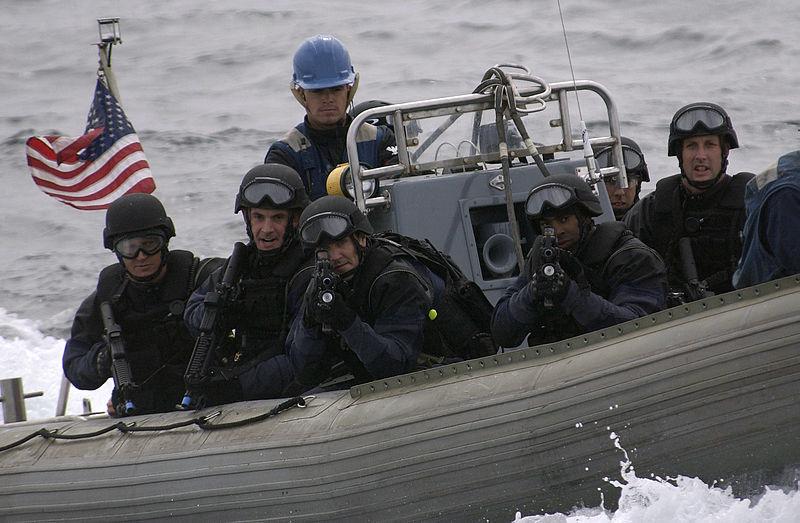 Вирусное видео: Береговая охрана США берет на абордаж подлодку наркокартеля. Прямо как в боевике! | Канобу - Изображение 1261