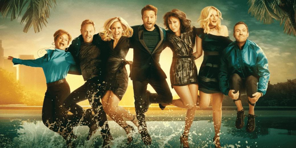 7августа 2019 года стартовал показ BH90210— перезапуска культового сериала 90-х «Беверли-Хиллз, 90210». Всвое время шоу сДжейсоном Пристли иШэннэн Доэрти было очень популярным ипривело кпоявлению ажчетырех спин-оффов. Вэтом материале яделюсь впечатлениями отпервой серии перезапуска, где создатели выбрали крайне неожиданный подход кматериалу истарым героям.