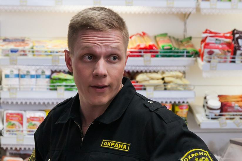 Мнение опервых сериях «Патриота»— новой комедии ТНТ о бывшем спецназовце в маленьком городе | Канобу