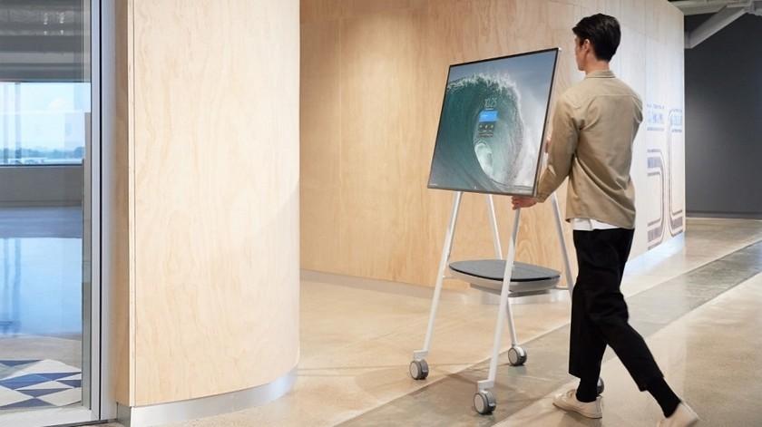 Представлен Microsoft Surface Hub2S: огромный 50-дюймовый планшет наколесиках  | Канобу - Изображение 0